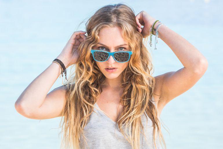 Gafas-de-madera-azul